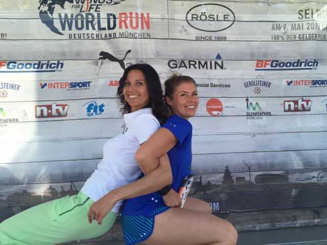 Wings for life world run – Warm up mit Fitnesstrainerin Karla Hettesheimer