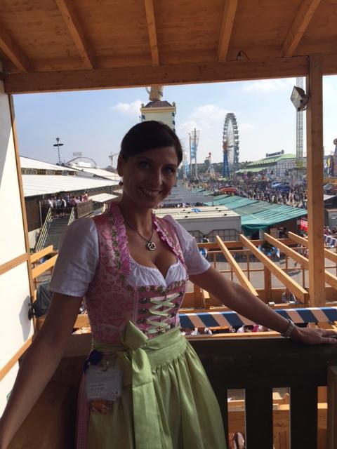 herrliches Wiesnwetter, toller Ausblick vom Balkon des Schützenfestzeltes