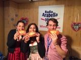 Natascha und das Arabella Wiesnteam : Nicola und Simon