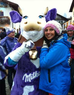Skiweltcup 2013 in Garmisch bei frostigen Temperaturen, aber die waren beim Kuh-Kuscheln schnell vergessen