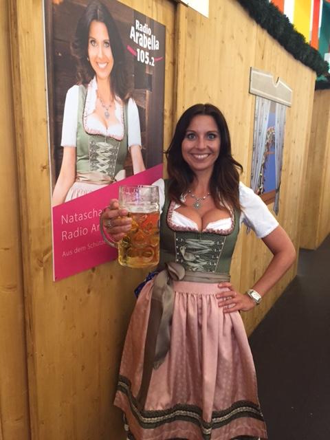 Die erste Mass Bier nach dem Anzapfen
