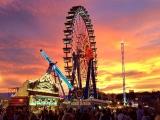 sensationeller Sonnenuntergang auf der Wiesn mit meinem Lieblingsfahrgeschäft Riesenrad